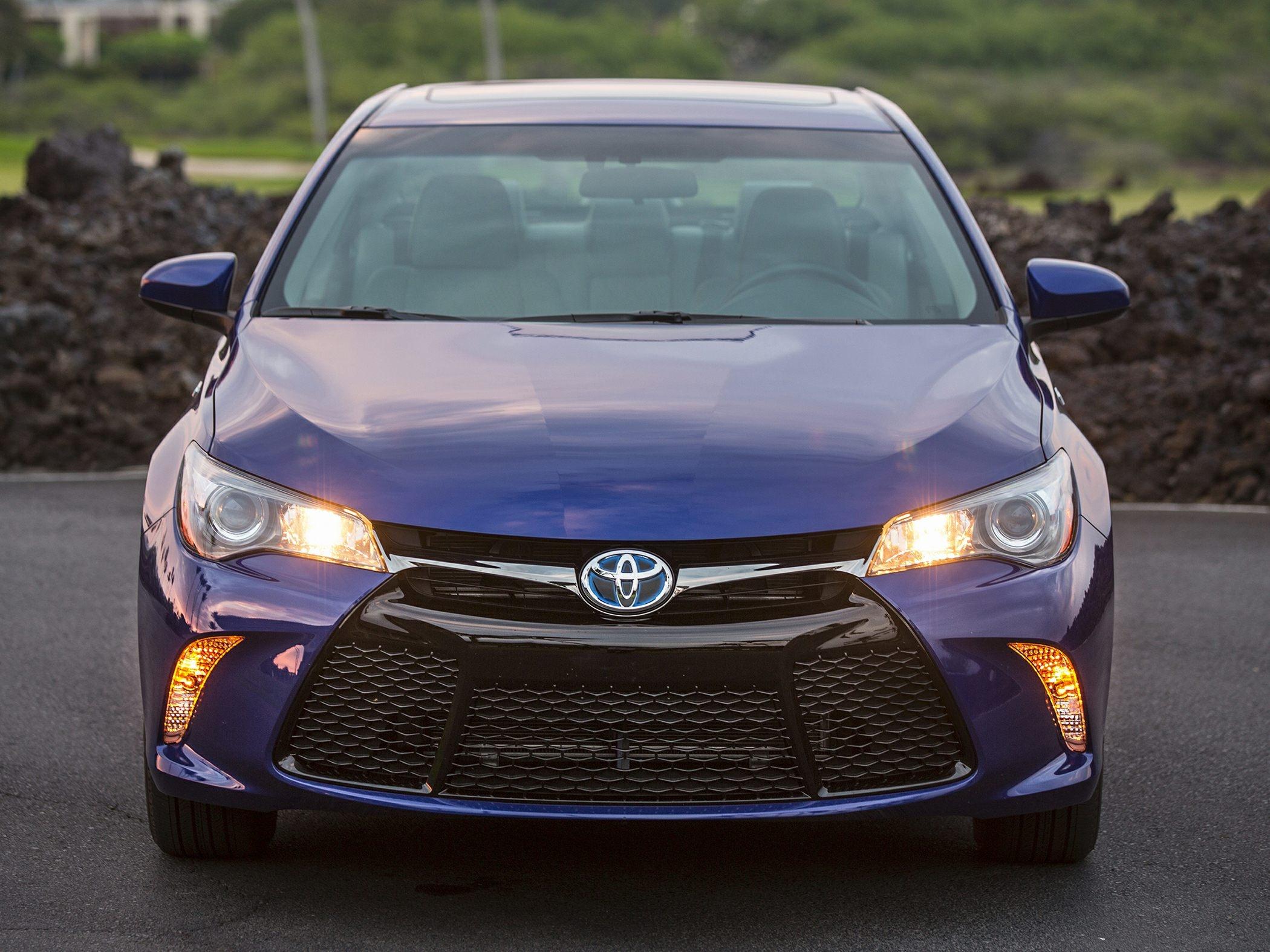 new 2016 toyota camry hybrid price photos reviews safety 2015 toyota camry invoice price
